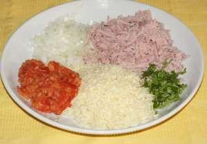 бутерброды с колбасой, помидорами и сыром