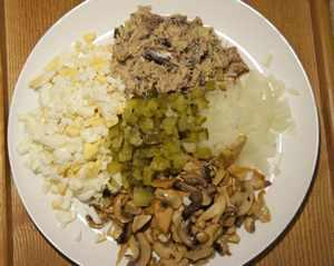 салат с грибами и рыбой