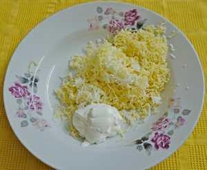 слоеный салат с курицей и огурцом